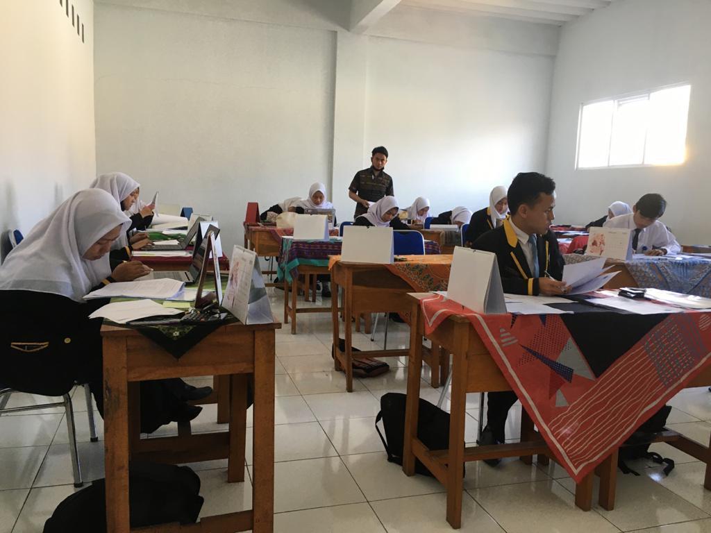 Ujikom Tahap-1 jurusan OTKP SMK Al-Madani Garut